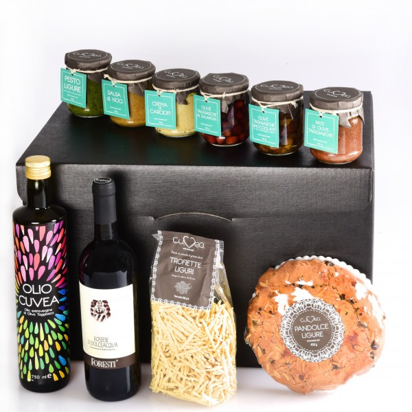 Gift basket with italian speciality